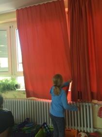 Klassenraum mit Flüstervorhang